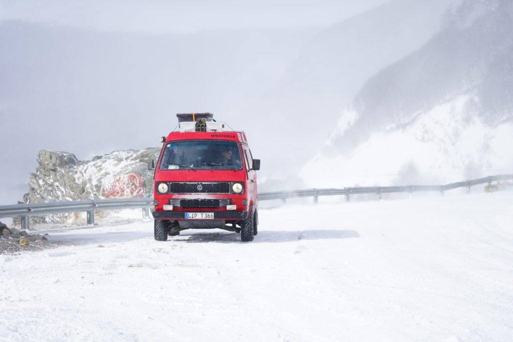 Panamericana im VW T3 Syncro - Fast wie in den Alpen - Schnee und Leitplanken.