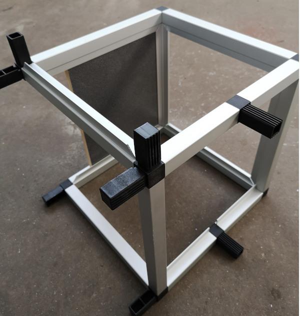 Steck+Weg-System von Tigerexped - So fängt es an, ein Rahmenprofil aus Aluminium.