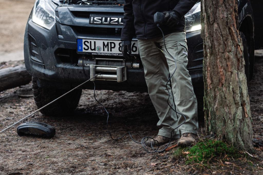 Die Warn M8 der 8000er Serie und Taubenreuther Anbausatz für den Isuzu D-MAX.