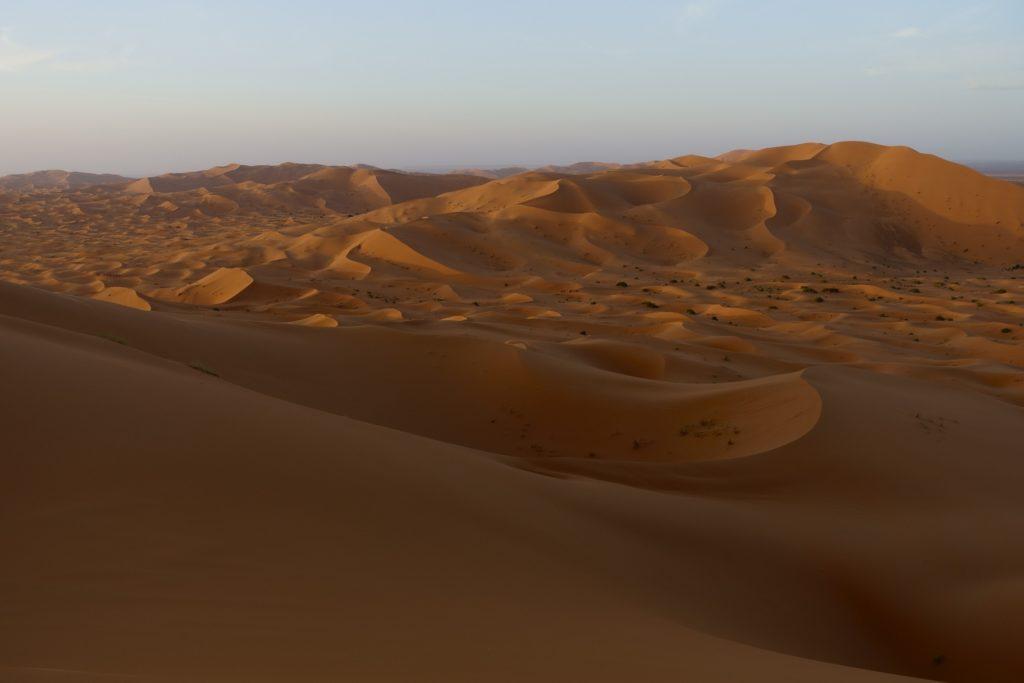 Die Sonne geht unter und das Schauspiel beginnt. Keine Frage die Dünen zählen zu den schönsten Landschaften der Erde.