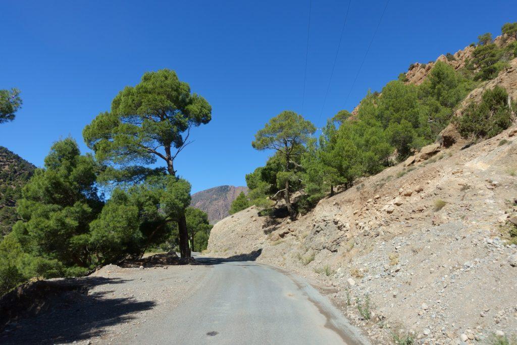 Toyota Land Cruiser in Marokko - Die Strecke ist abgelegen und nicht so befahren wir der Tizi'n Tichka aber absolut empfehlenswert.