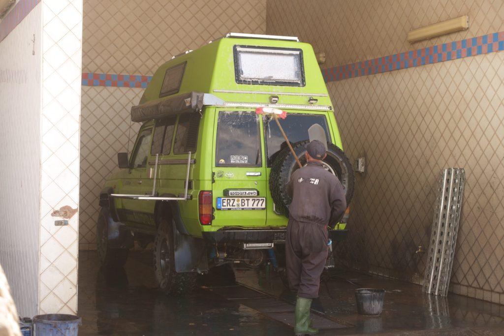 Toyota Land Cruiser in Marokko - Die Cruiser werden gewaschen, es geht nach Hause.