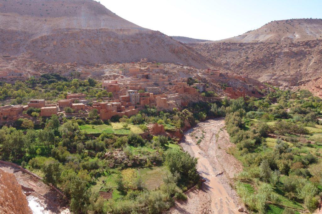 Die grünen Täler mitten im Nichts sind typisch und machen Marokko zu einen top Reiseziel.
