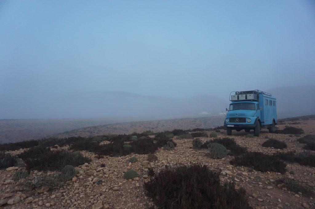 Mit Frau Scherer durch Westafrika - Diesiges Wetter am Atlantik.