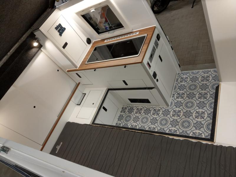 Umbau eines Toyota Hilux Extra Cab - Ein Blick auf die Küche.