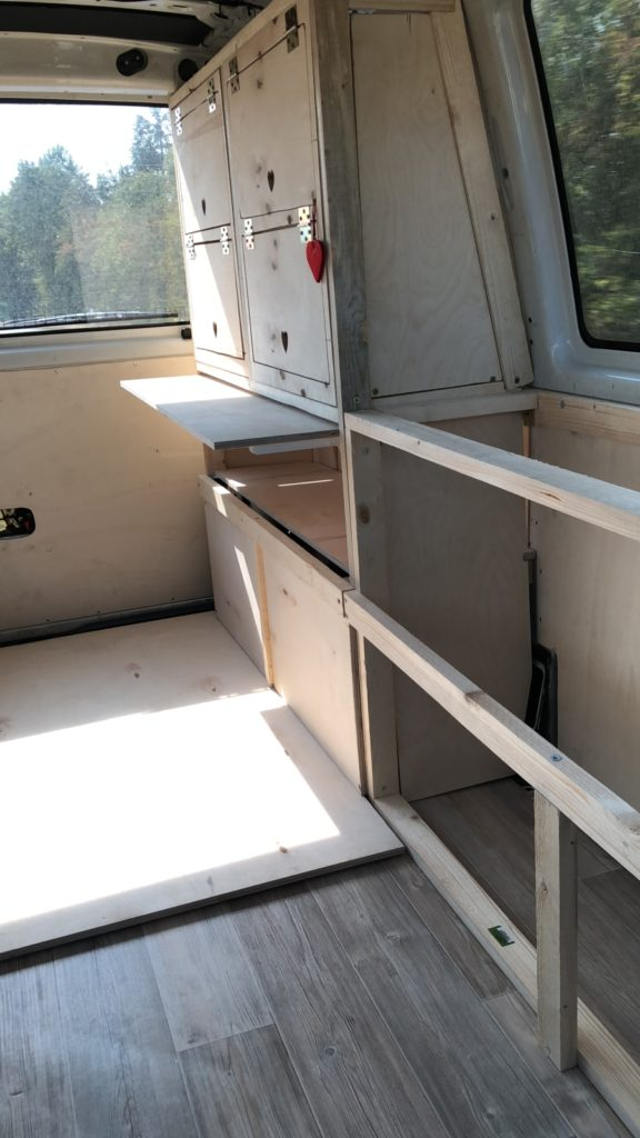 Die Beplankung wurde mit mit Multiplexplatten realisiert.