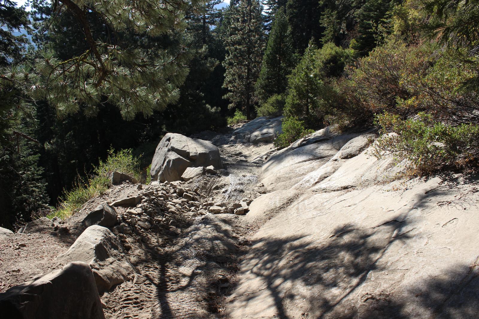 Rubicon Trail - Hier wird es nochmal eng und schräg.