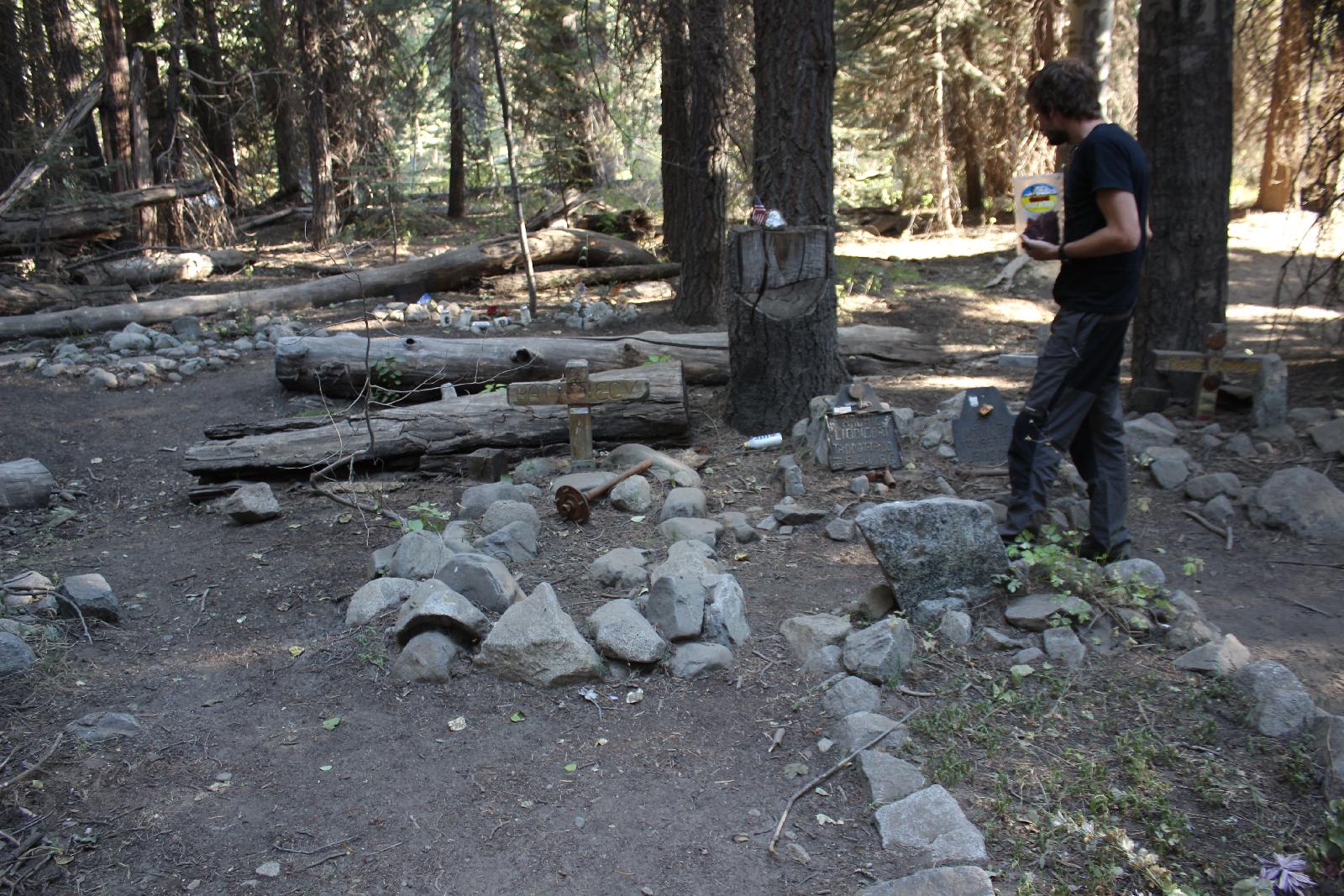 Gedenkstätte für dem Rubicon Trail verbundene Menschen.