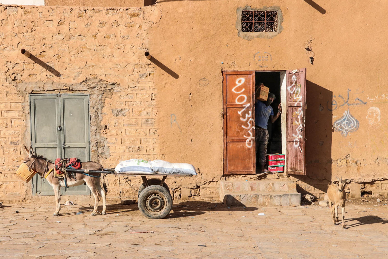 Mauretanien und Mali - Typische Straßenszene in Atar.