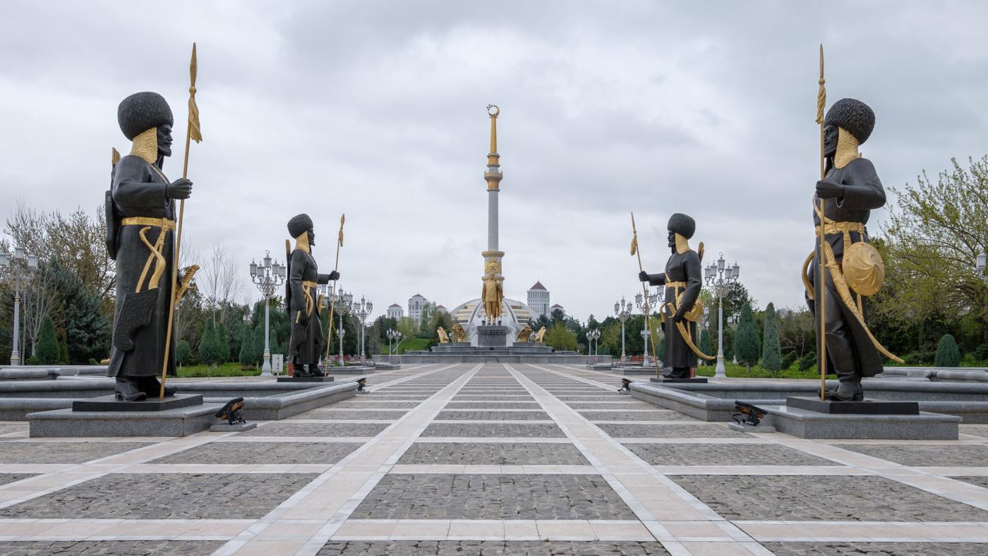 Turkmenistan - Unabhängigkeitsdenkmal.