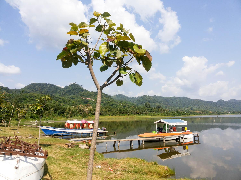 Ghana - Der Kratersee Bosumtwi ist wunderschön.