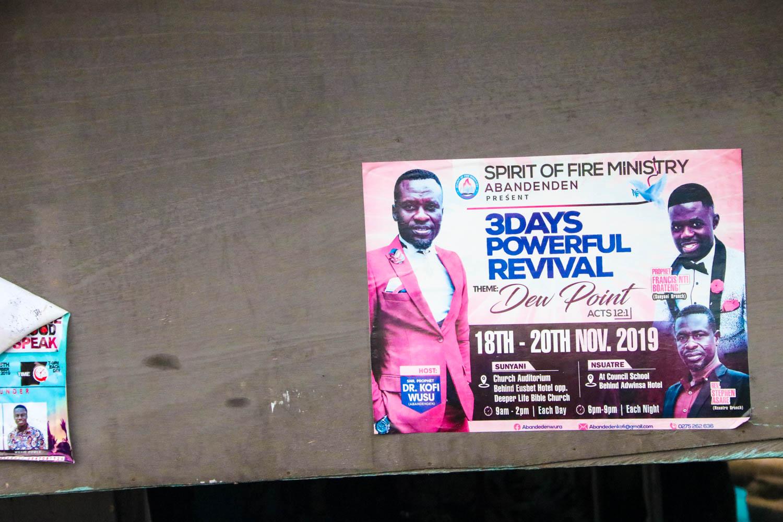 Ghana - Die verschiedenen Sekten und Kirchen versuchen, sich gegenseitig zu übertreffen.