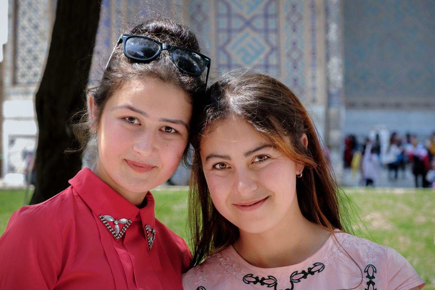 Schülerinnen in Usbekistan.