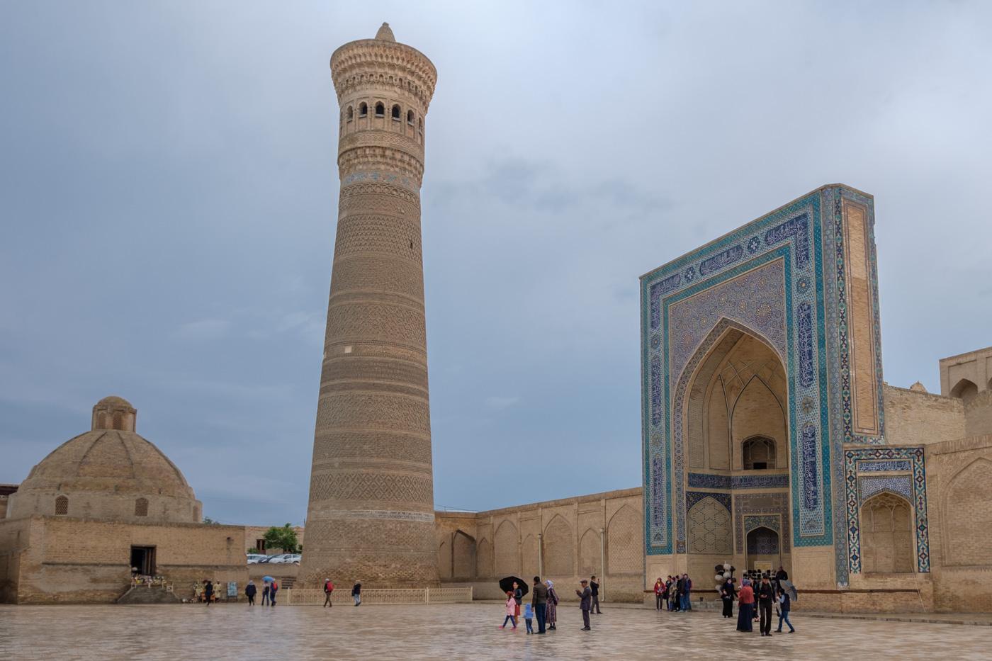 Kalon-Minarett und Moschee.