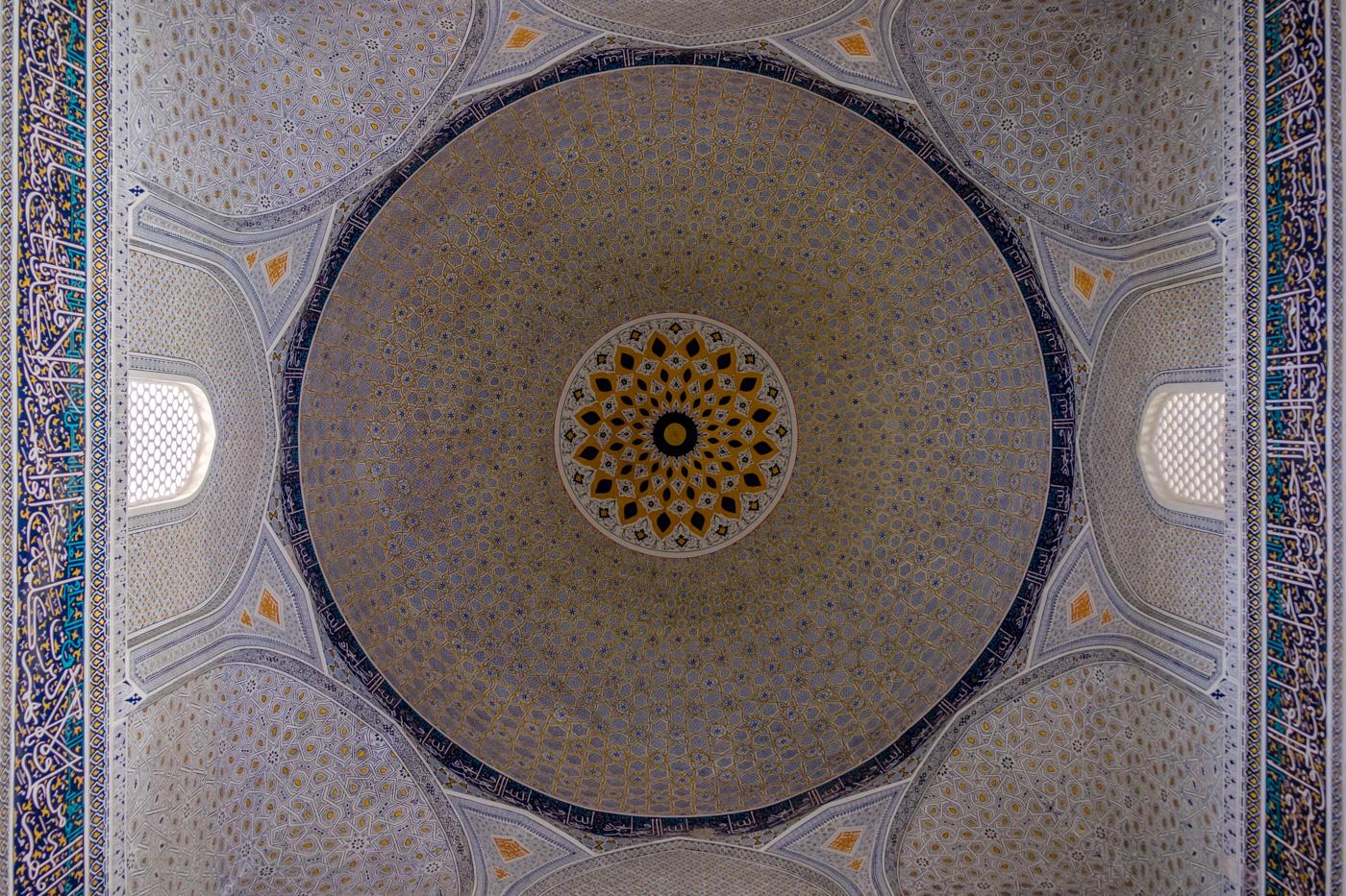 Reich verzierte Kuppel der Bibi-Chanum-Moschee.