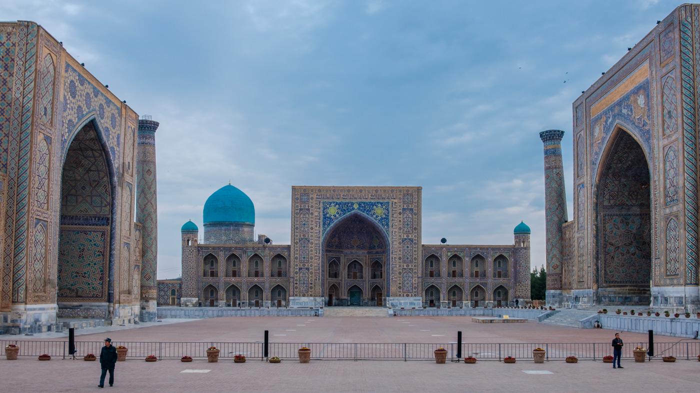 Usbekistan, Zentrum der Seidenstraße - Der Registan in Samarkand.