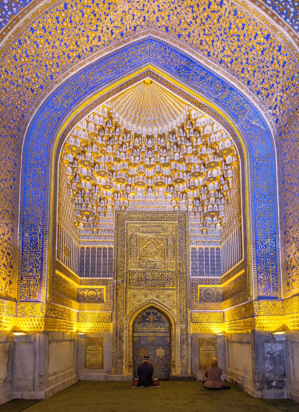 Usbekistan, Zentrum der Seidenstraße - Hauptsaal der Moschee der Tilya-Kori-Medresse.
