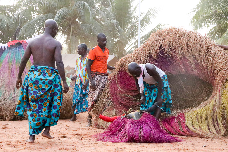 Voodoo in Benin: Ein Wunder, Miracle genannt: Die Zangbeto sind tatsächlich leer!