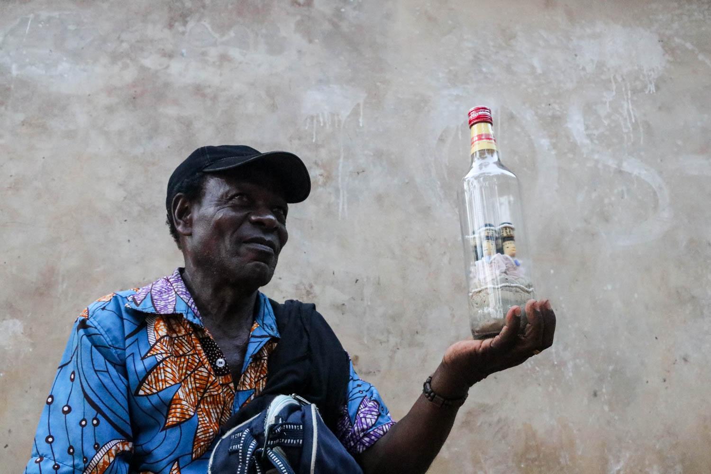 Voodoo-Zauber in der Flasche.