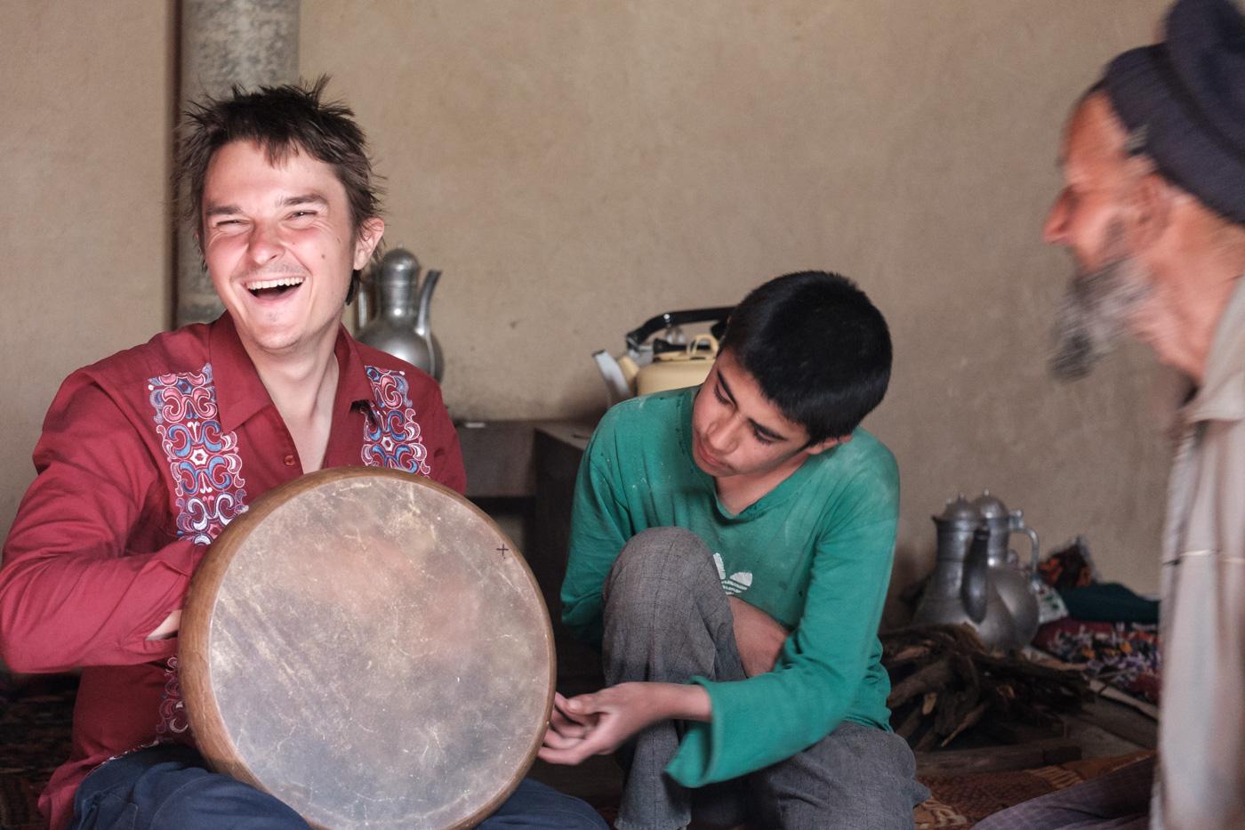 Einladung zum Tee zusammen mit dem jungen russischen Musiker Vlad.