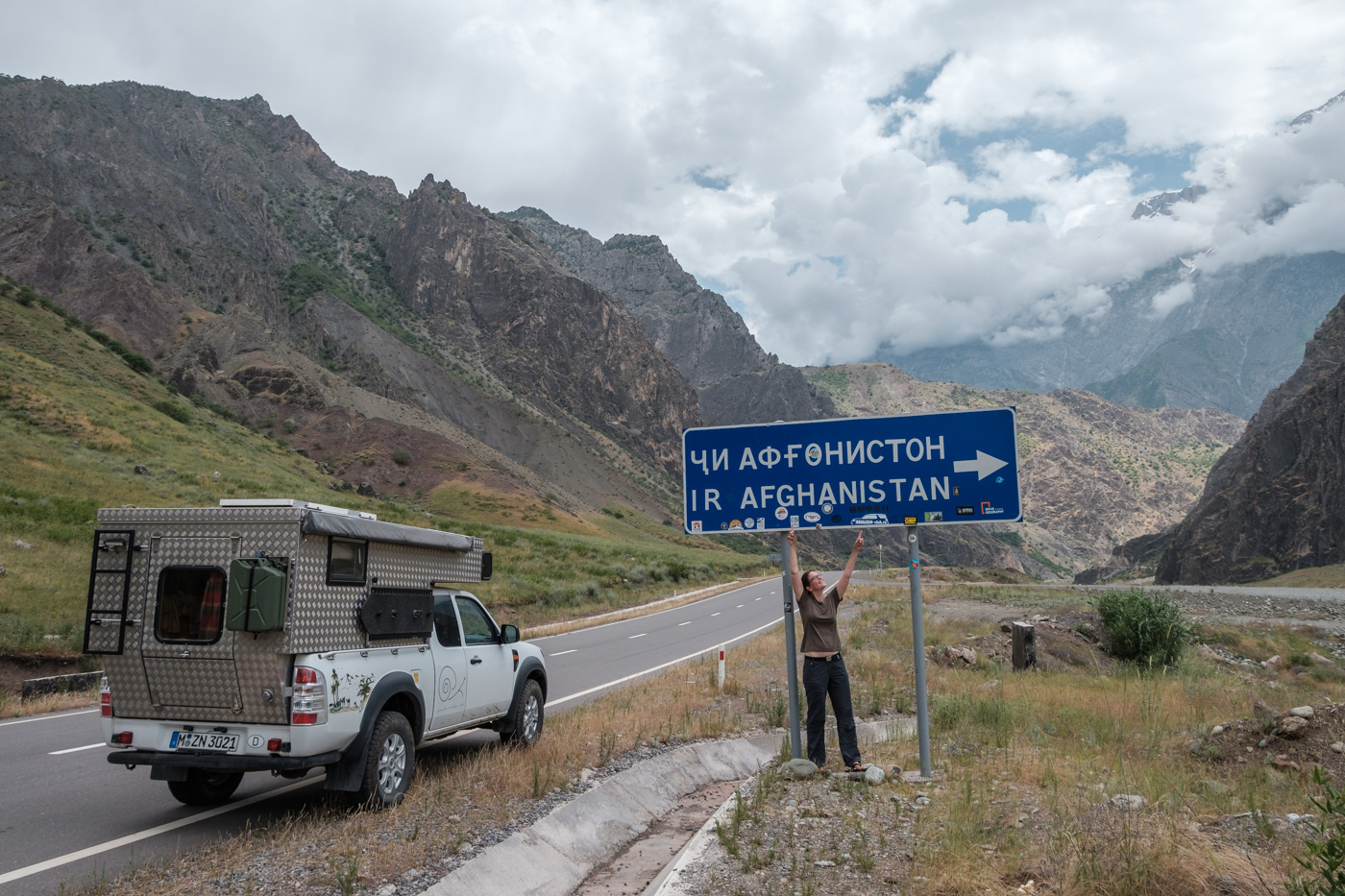Abenteuer Pamir Highway - Wegweiser nach Afghanistan.