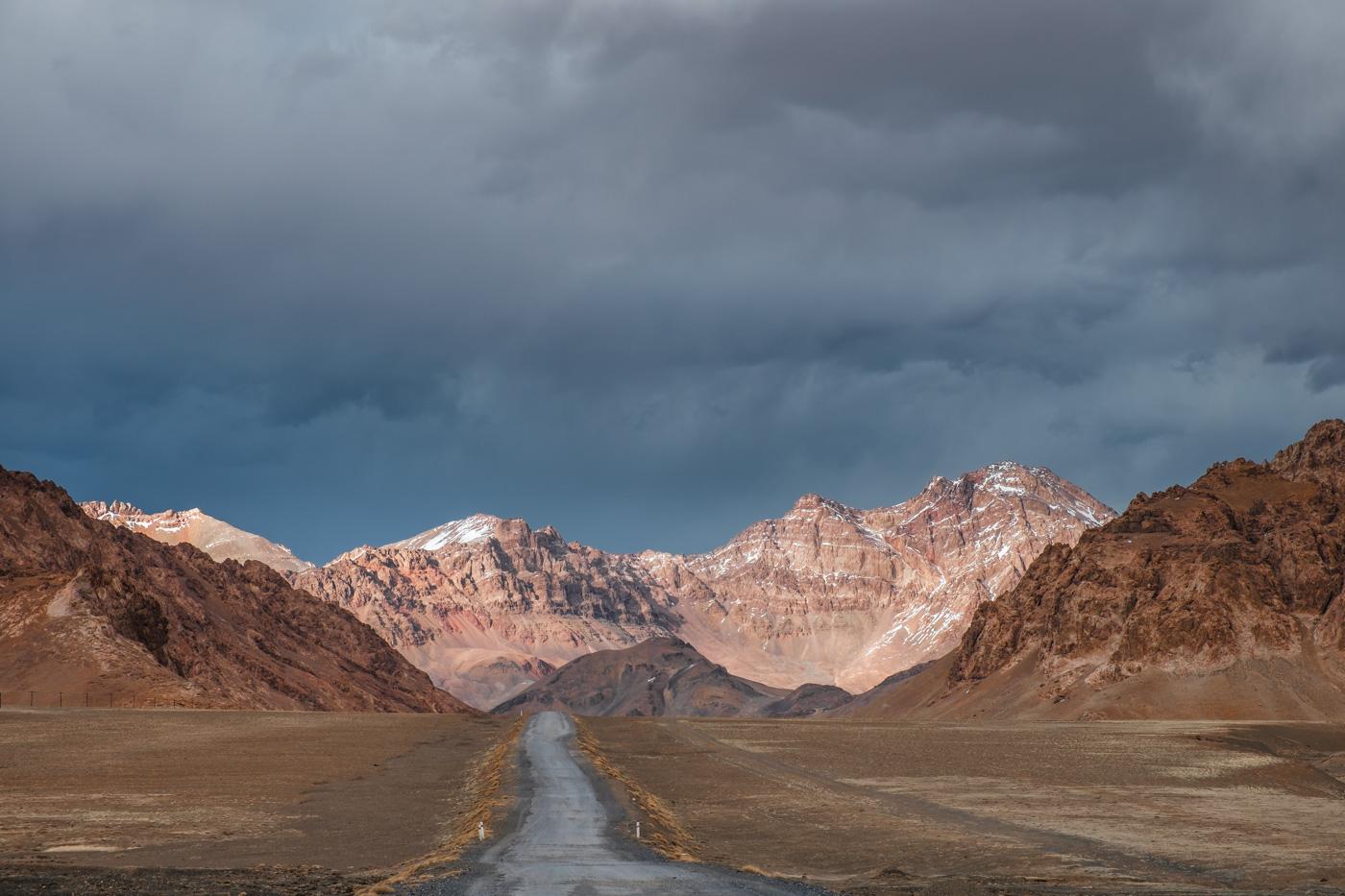 Der Pamir Highway kurz vor Murgab.
