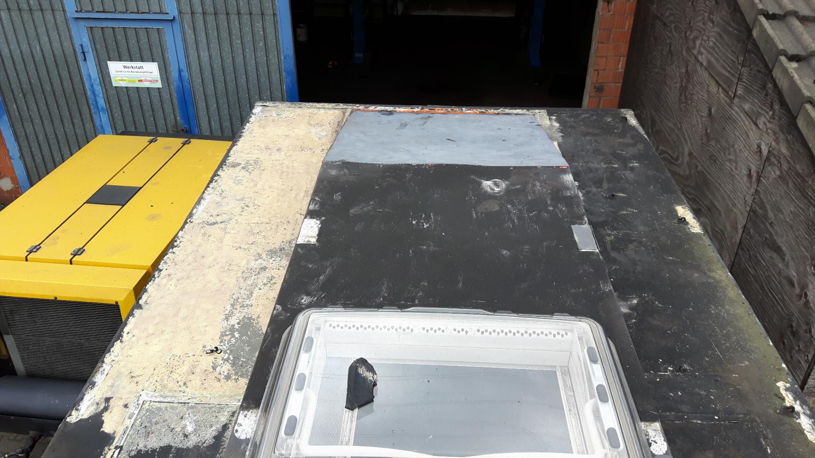 101 Forward Control - Bitumen-verseuchtes Dach. Macht doch nicht sowas!