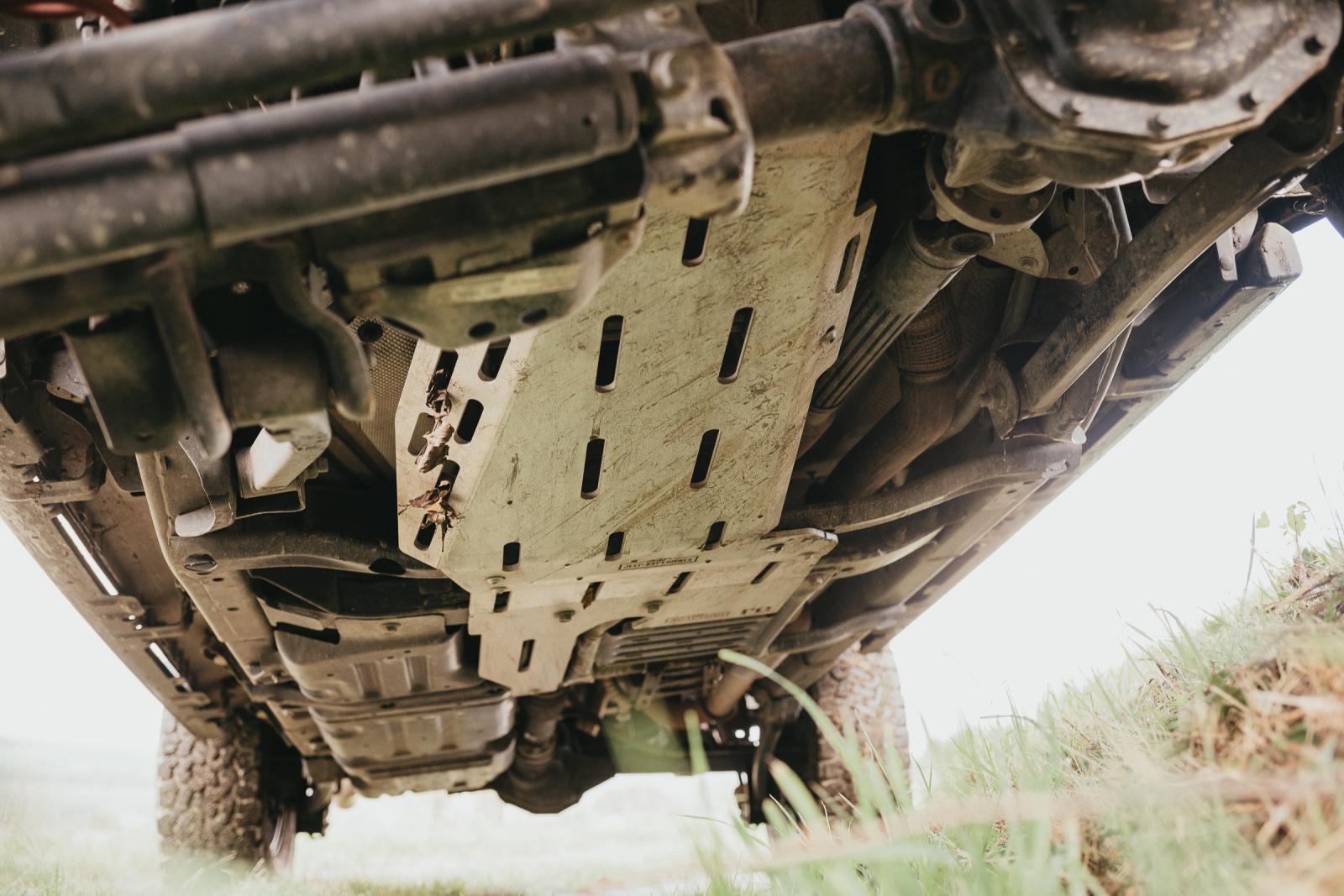 Jeep Wrangler JLU Rubicon - Untenrum gut geschützt.