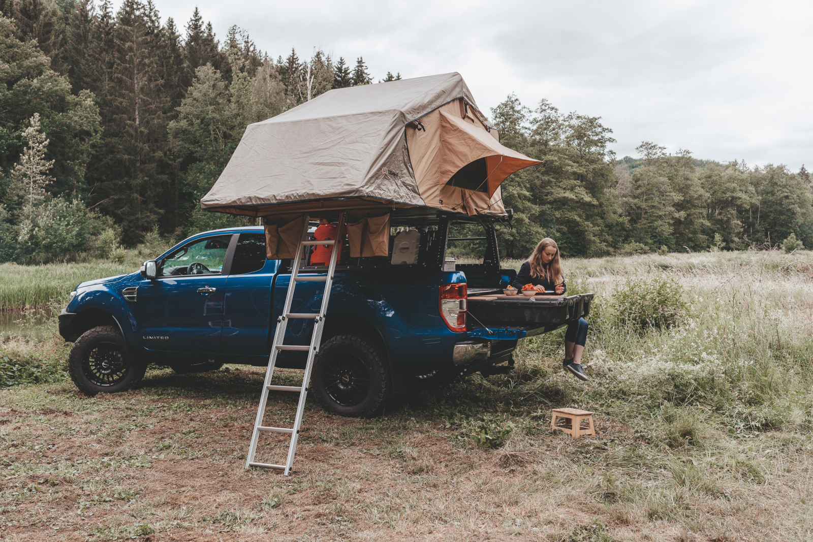 Trägersystem für Pick-ups - Gestern noch auf der Baustelle, heute im Camping-Modus.