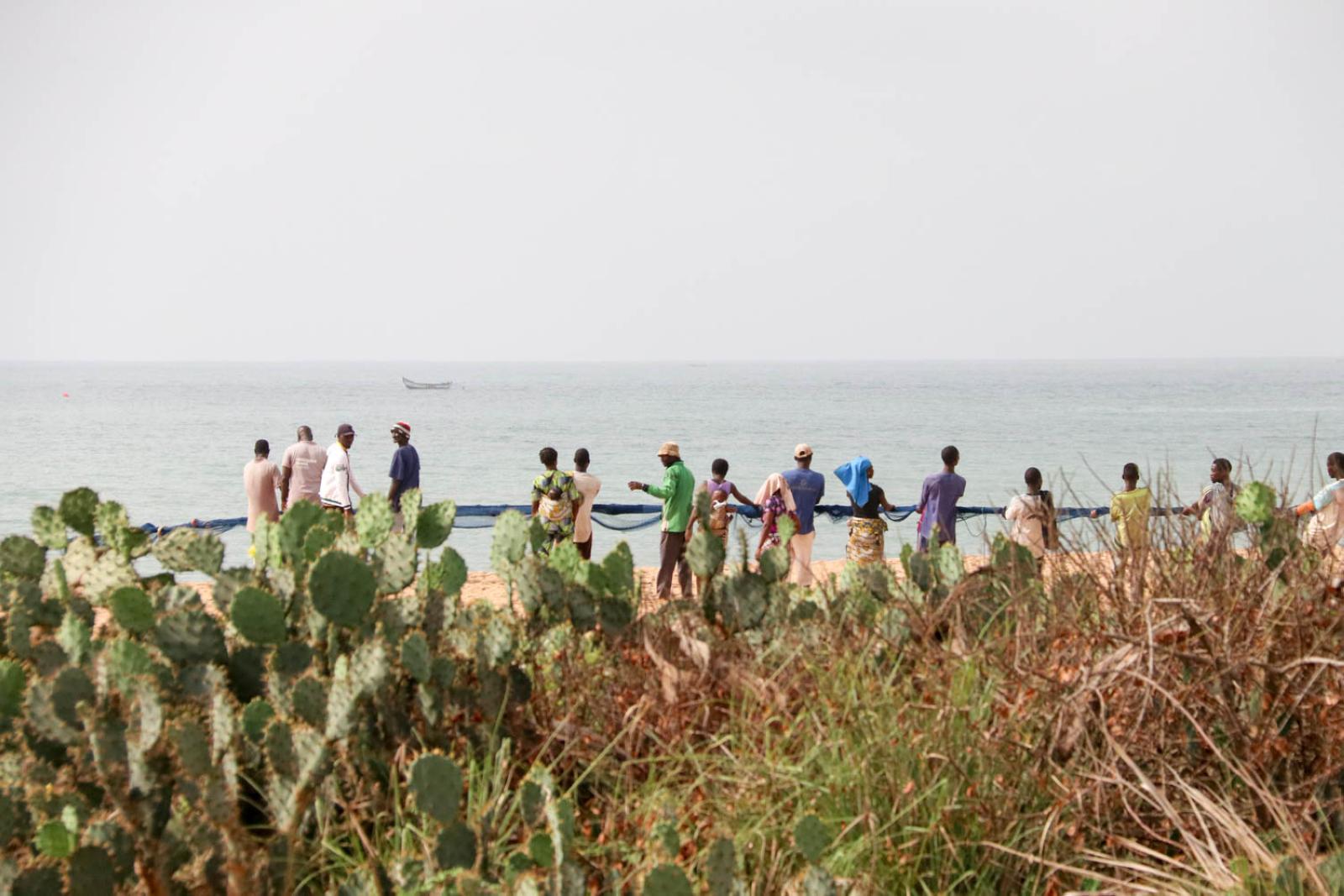 Fischer an der Route des Pêches in Benin: Eine schöne Sandpiste führt entlang der Küste.
