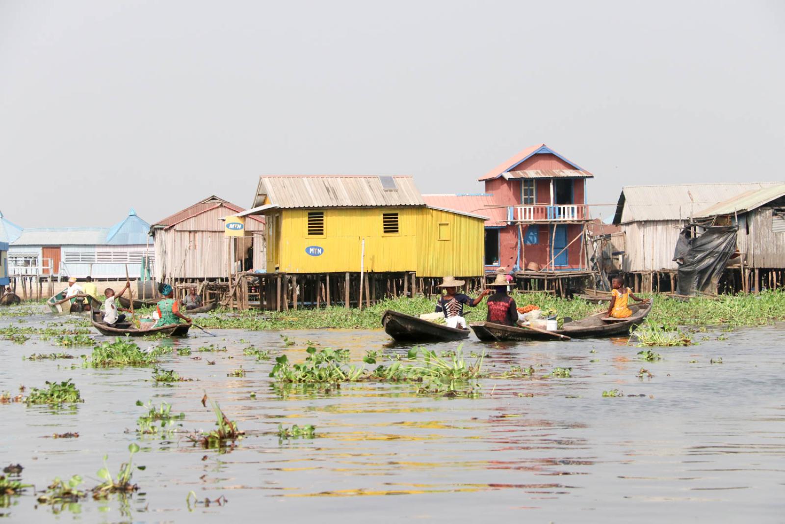 20.000 Einwohner leben in Ganvié in Pfahlbauten im See.