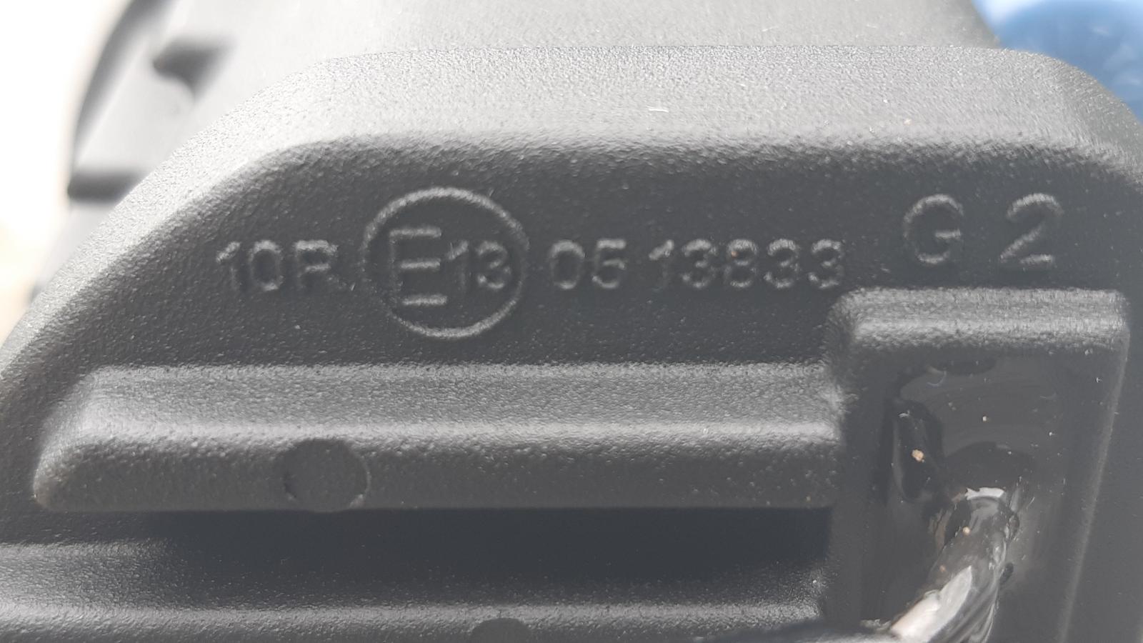ECE R10-Kennzeichnung bei einem LED-Scheinwerfer.
