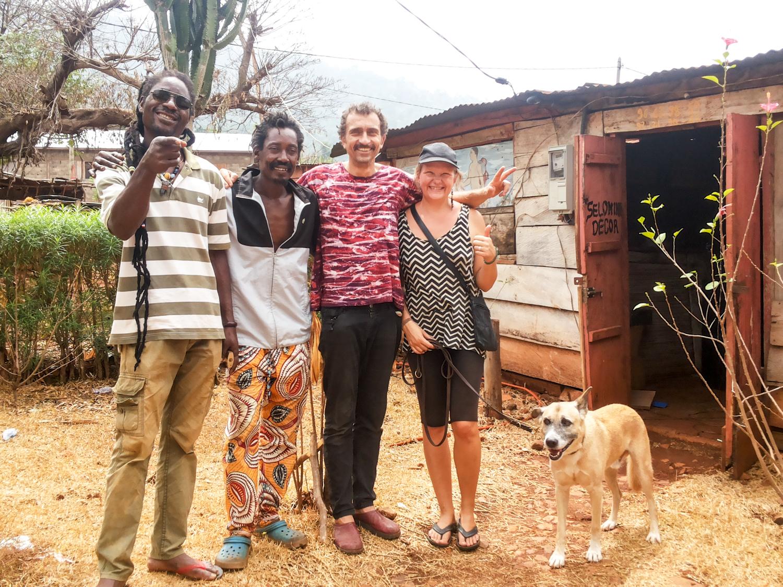 Gruppenbild mit unseren neuen Freunden von der Rasta-Family.