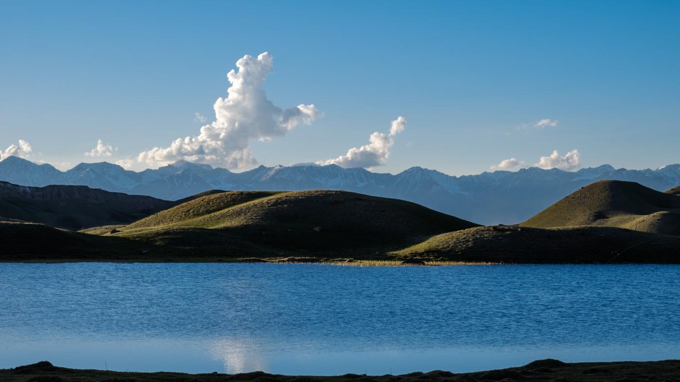 Kirgistan, Land für Bergliebhaber - Berglandschaft in der Nähe des Basislagers des Pik Lenin.