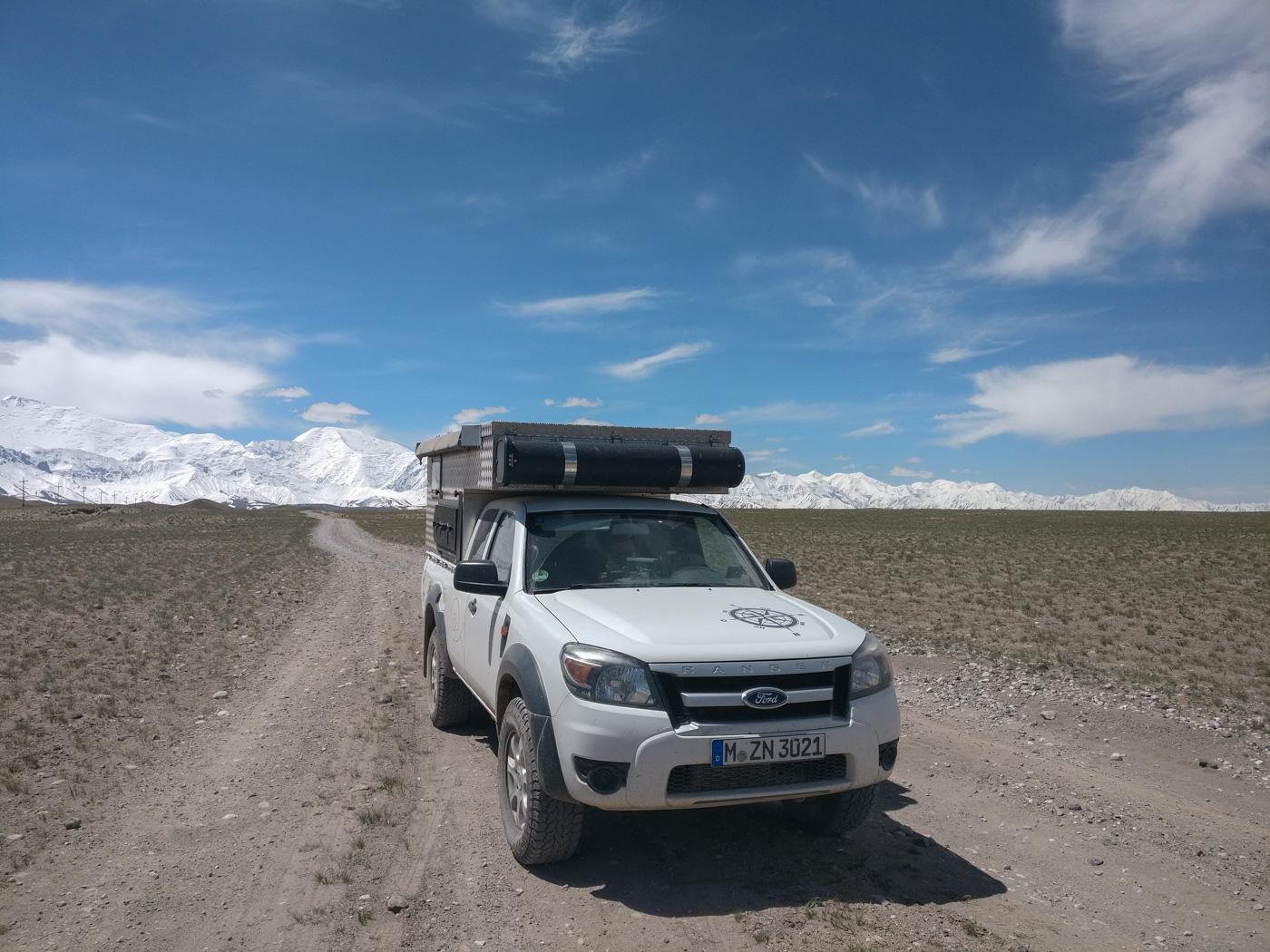 Kirgistan, Land für Bergliebhaber - Der Weg zurück vom Basislagers des Pik Lenin.