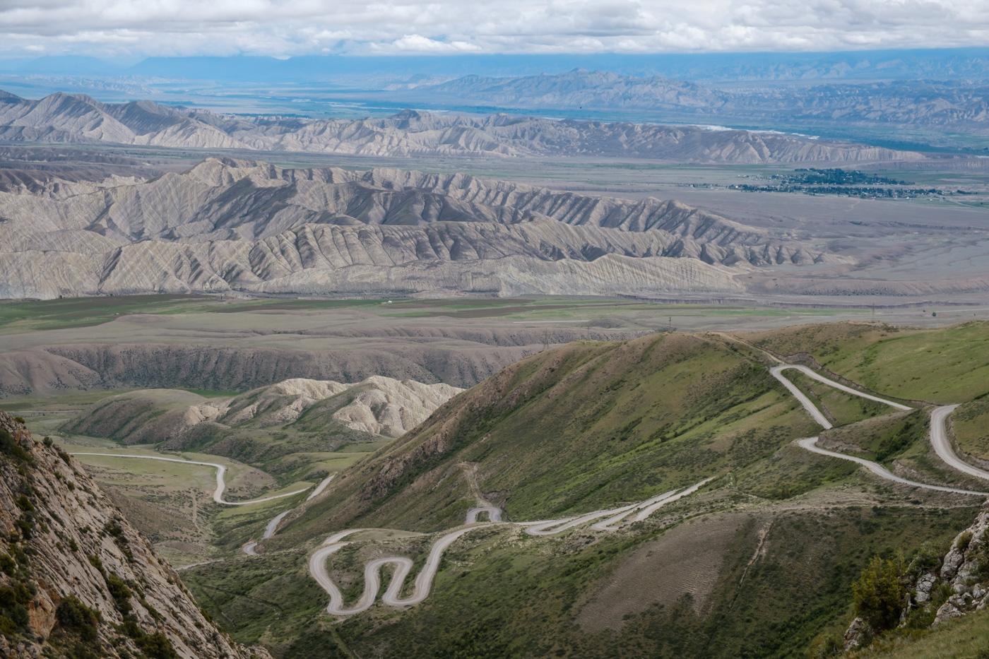 Kirgistan, Land für Bergliebhaber - ...und wieder hinunter zum Songköl.