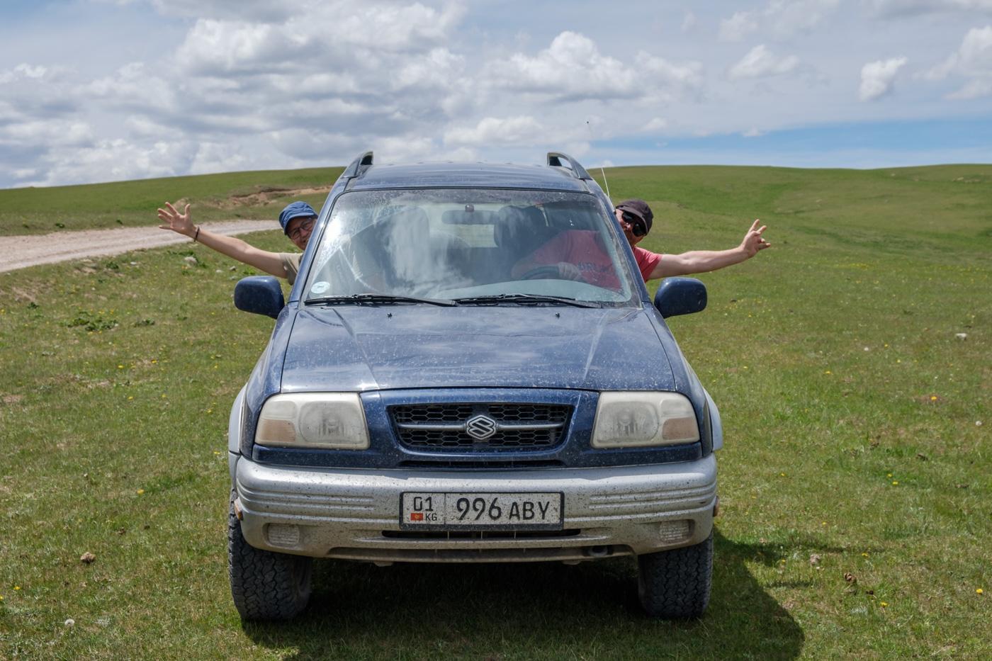 Astrid und Thomas im gemieteten Suzuki Vitara.