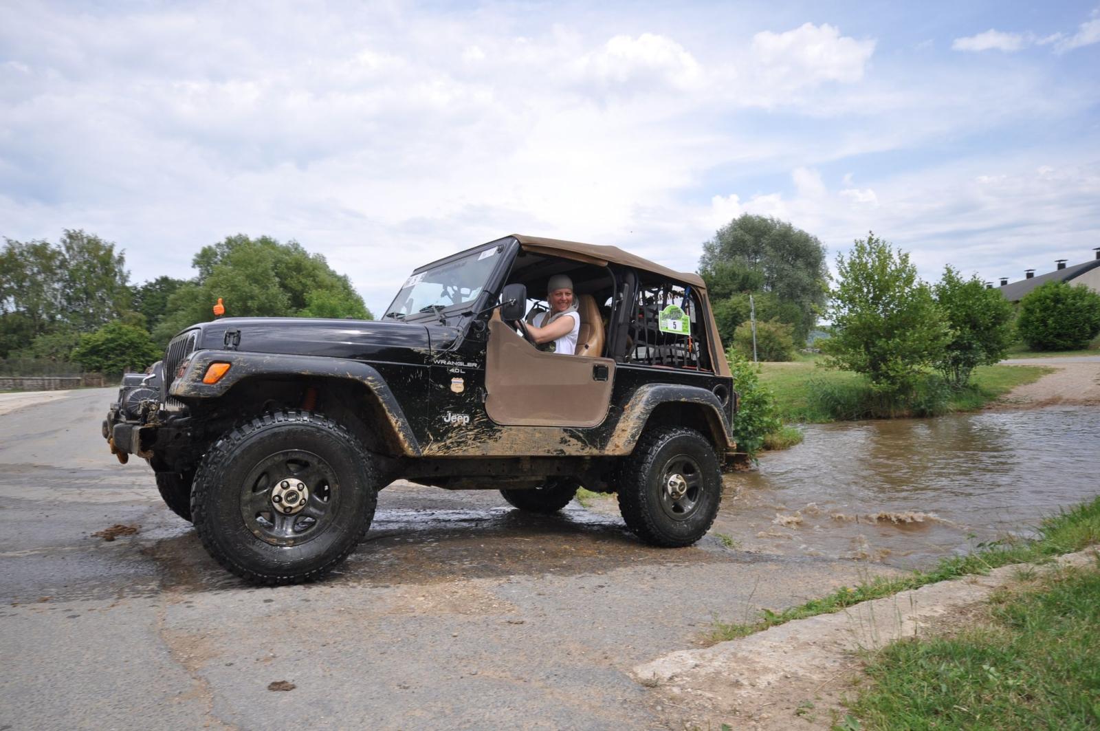 Dee in Action, der Jeep Wrangler TJ noch fast im Ausgangszustand.