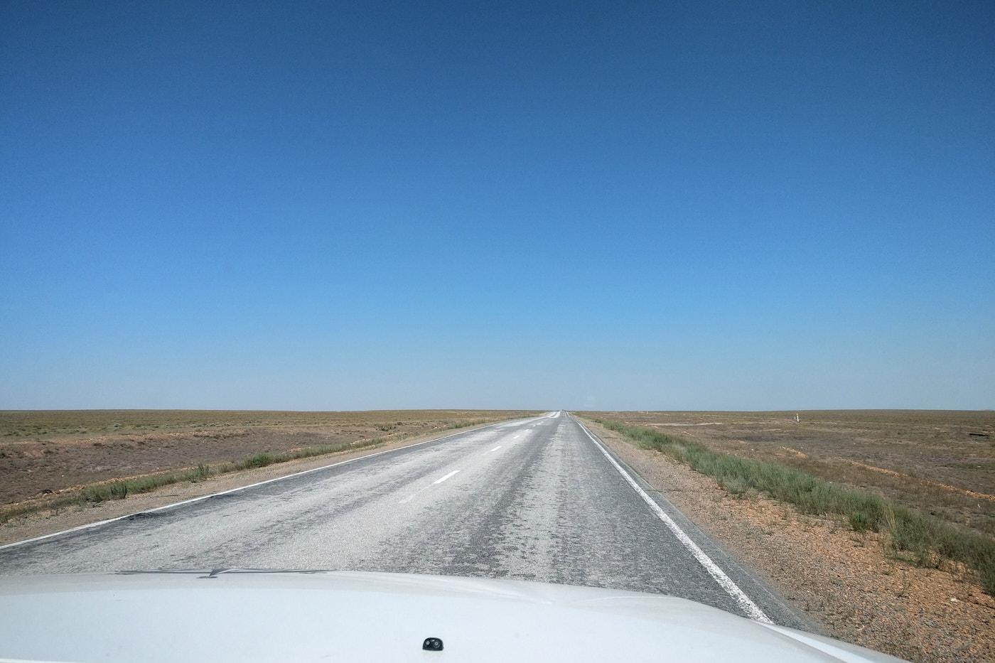 Transit durch Kasachstan - Endlose kasachische Steppe.