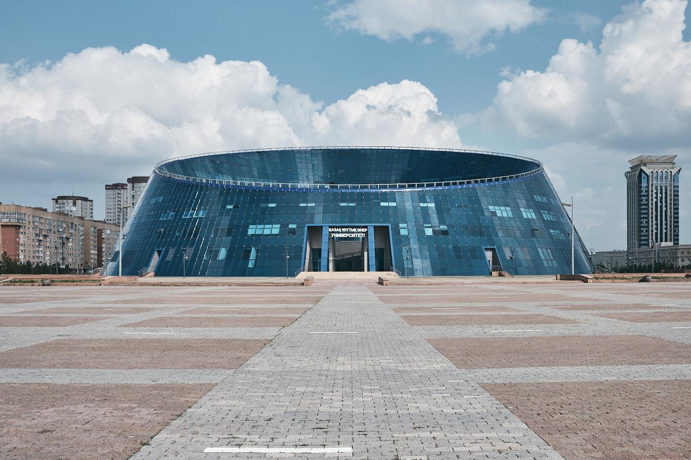 """Kunstpalast """"Shabyt"""" der Kasachischen Nationalen Universität der Künste."""
