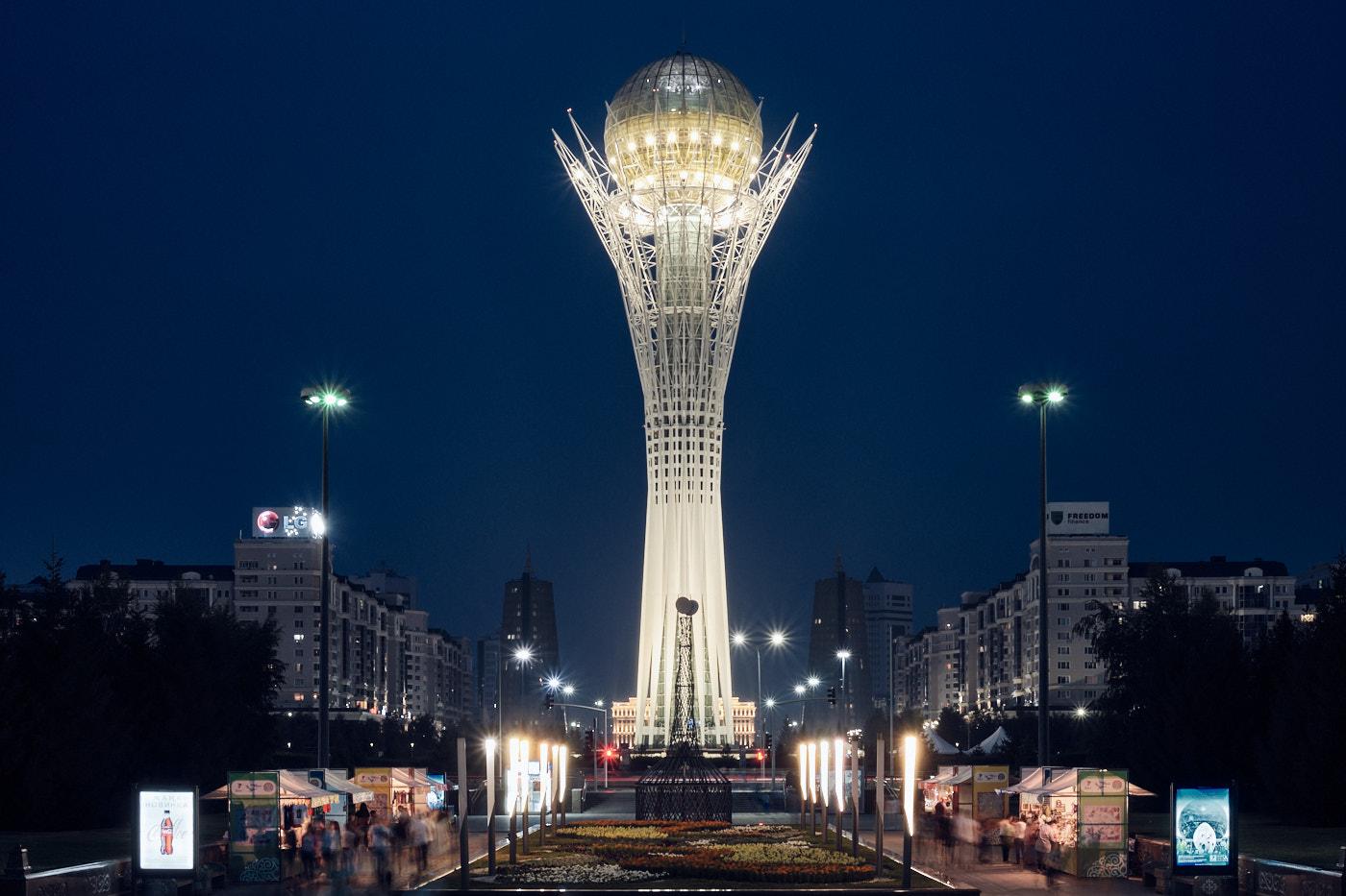 Transit durch Kasachstan - Der Bajterek-Turm symbolisiert die friedliebende Natur des Landes und den alten Glauben der Turkvölker an Wiedergeburt, Wachstum und Entwicklung.
