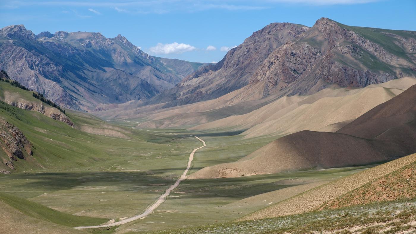 Kirgistan, Land für Bergliebhaber - Blick von der gegenüberliegenden Seite zurück in das Tal.