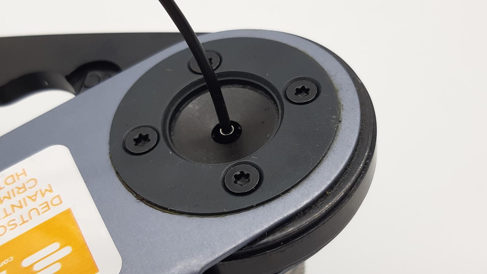 Richtig crimpen - Kabel in den Kontakt bis zur Isolation einführen.