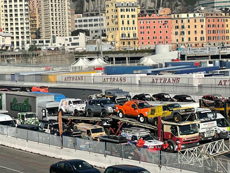 Genua - Tunis, der Fenix-Rallye-Tross in Wartesztelllung.