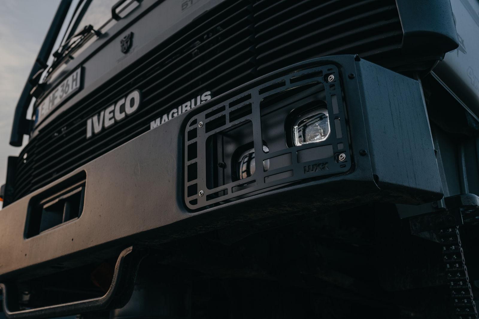 Der Iveco 90-16 mit Scheinwerfer LUXX LED.