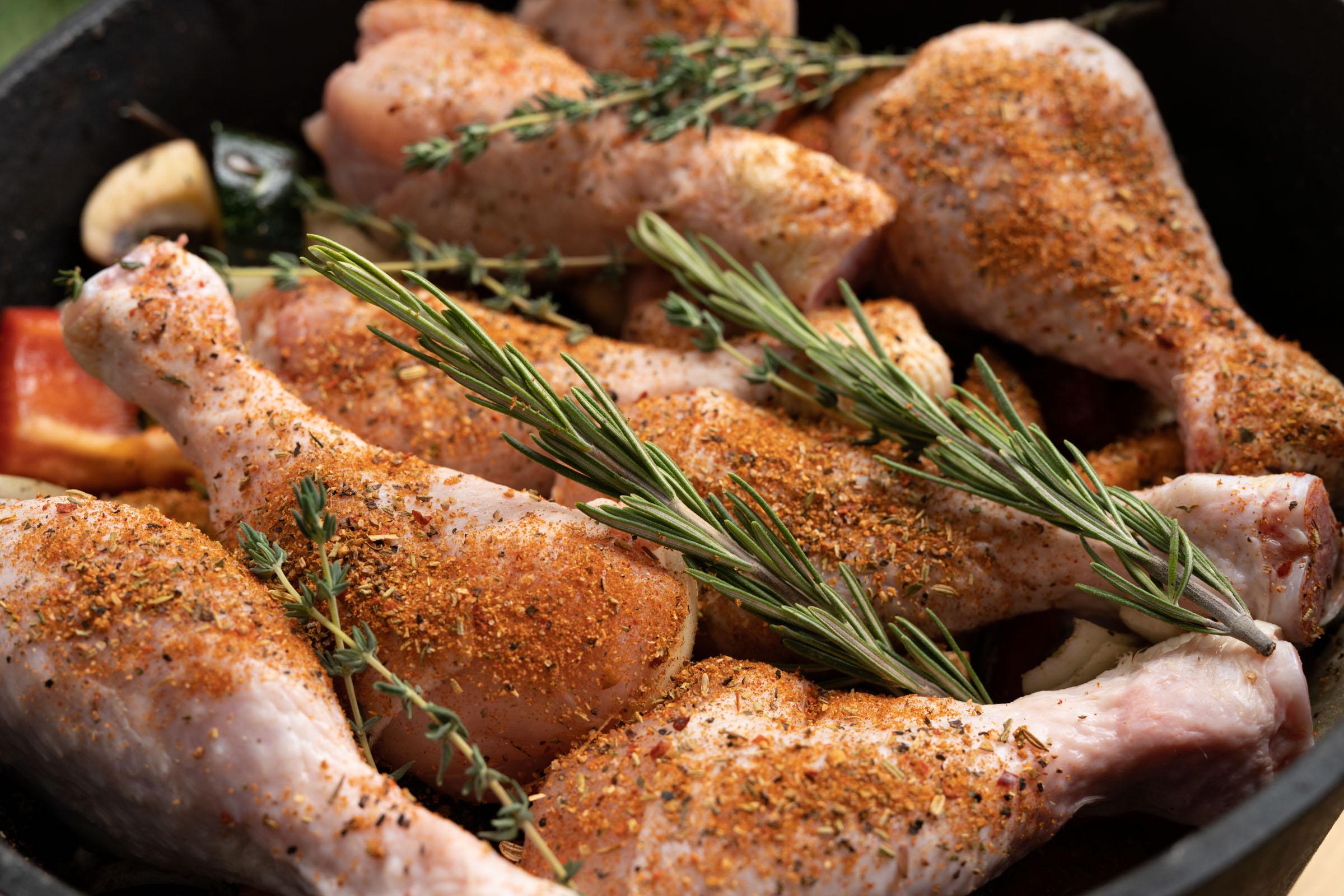 Rezept: Hähnchen auf Gemüse im Dutch Oven