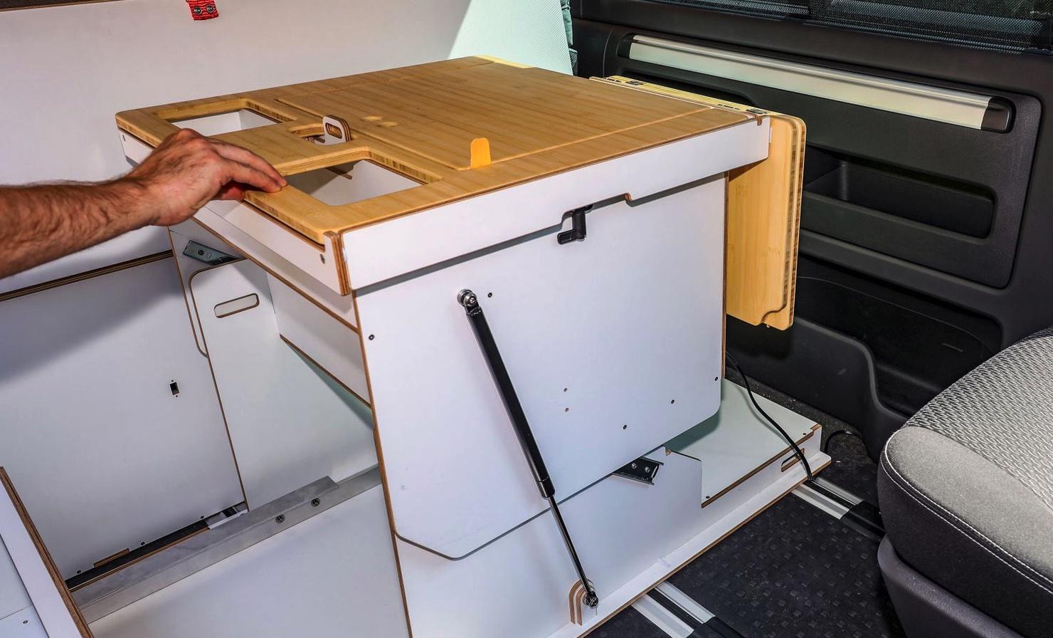 Queensize Camper Modularer Innenausbau für VW T5/T6 Tisch