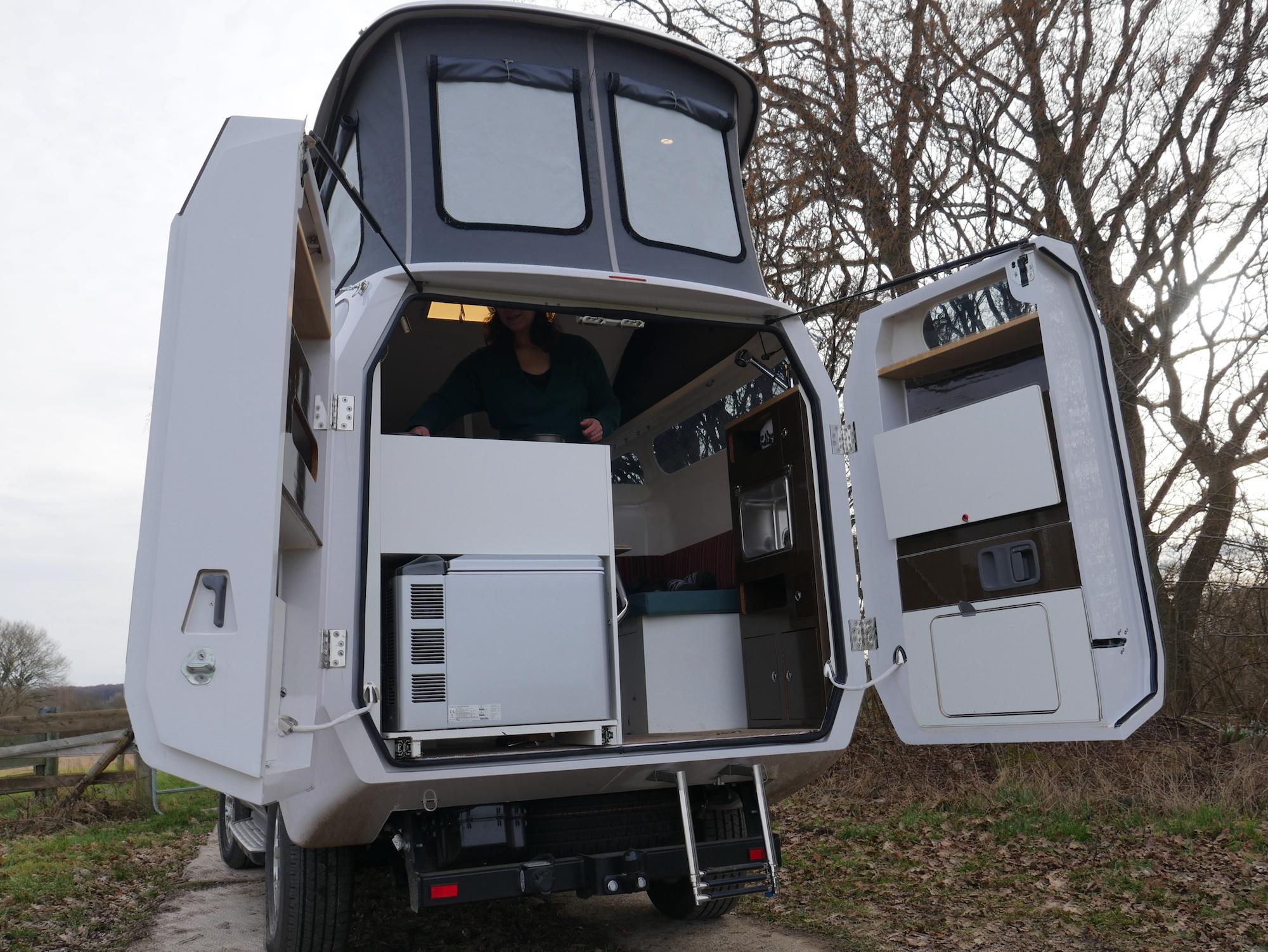 Cabineer Pick-up-Kabine mit großer Flügeltür am Heck